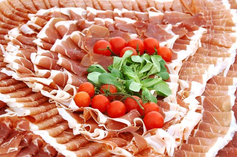 Plaque de viande froide images stock