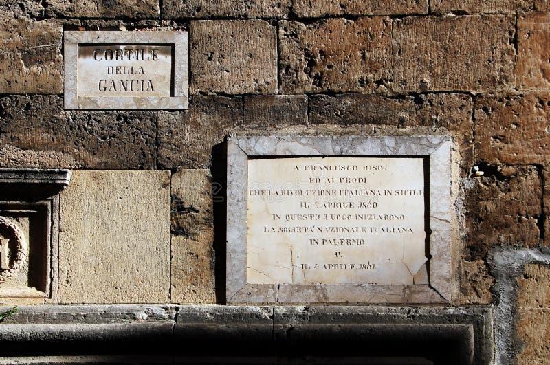 Plaque historique à la mémoire de riso de Francesco images stock