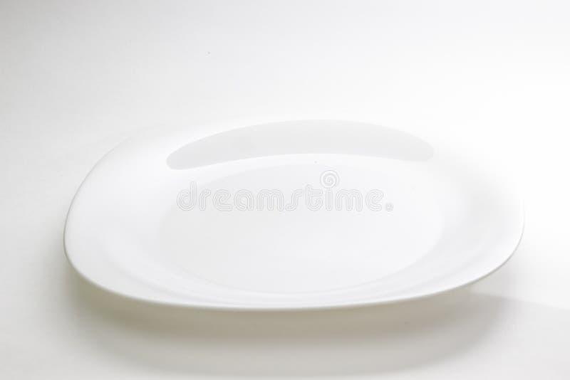 Plaque vide D'isolement sur le fond blanc Vue de ci-avant photographie stock