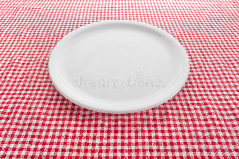 Plaque vide sur la table de cuisine images libres de droits