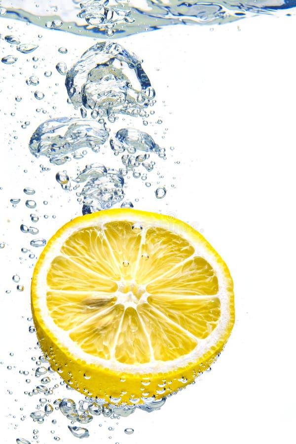 plaska vatten för citron royaltyfria bilder