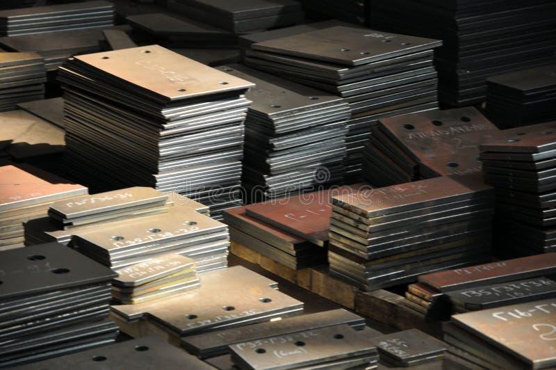Plasmaschneiden an der Fabrik Lagerung von Fertigteilen mit Markierung lizenzfreies stockbild