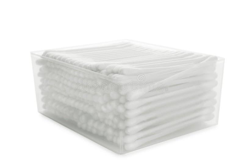 Plast- beh?llare med bomullsbomullstoppar p? vit fotografering för bildbyråer