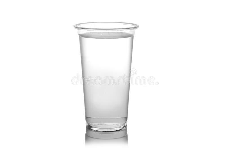 Plast- exponeringsglas av vatten som isoleras på en vit bakgrund. royaltyfri fotografi