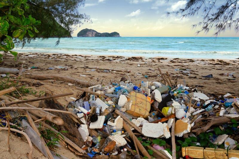 Plast- förorening för strand arkivbilder