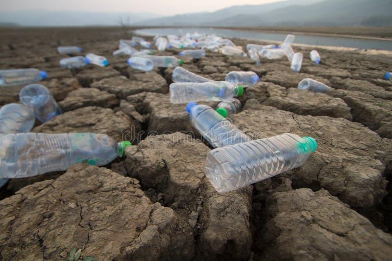 Plast- förorening och miljökatastrof arkivfoto