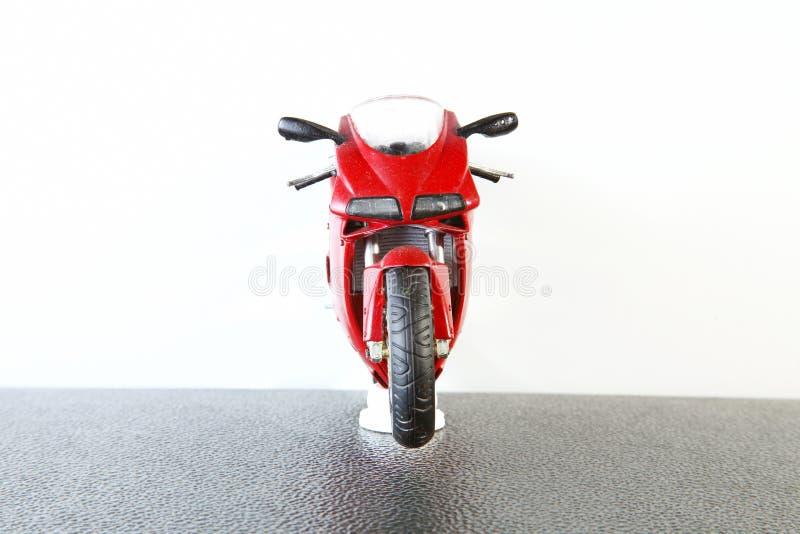 Plast- modell för gammal och smutsig motorcykel royaltyfria bilder