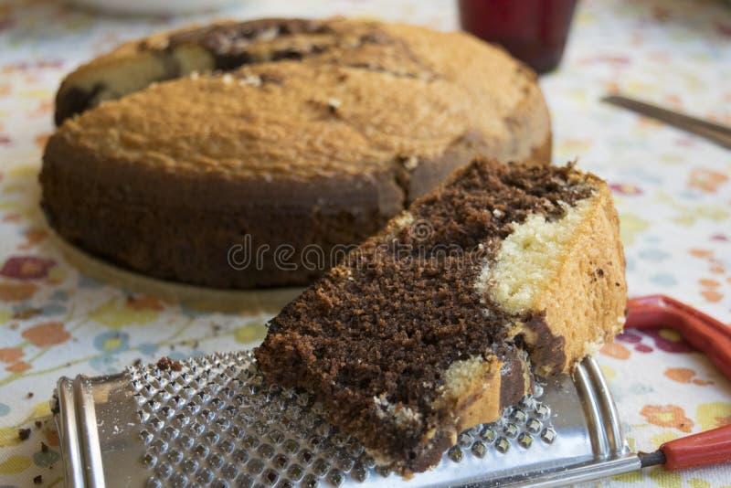 Plasterek domowej roboty czekoladowy gąbka tort fotografia royalty free