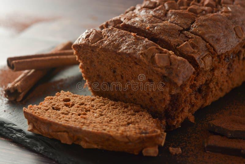 Plasterek gąbka czekoladowy tort Czekolada, domowej roboty deser fotografia royalty free