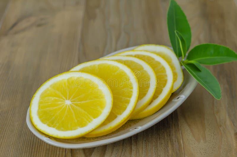 Plasterek pomarańcze na naczyniu zdjęcie stock