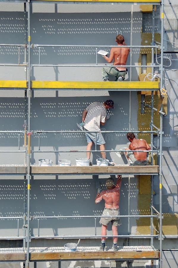Plasterers sul lavoro immagine stock