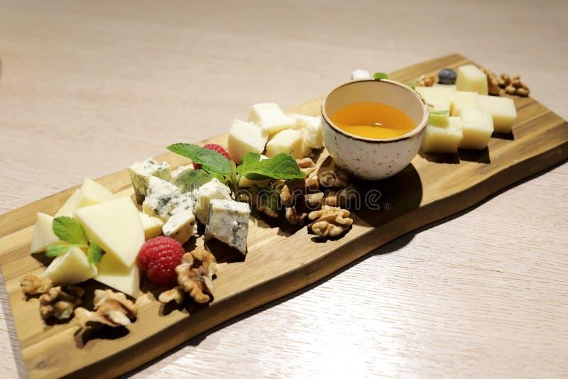 Plasterki różnorodny ser obrazy stock
