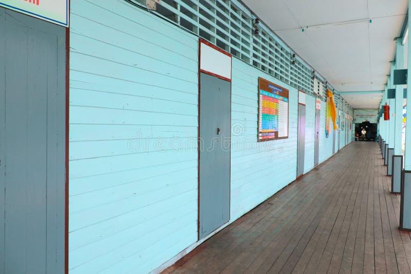 Plasterung und geschlossener Raum der Schule stockfoto