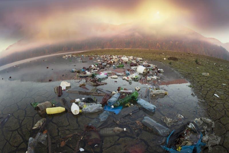 Plastic afval - lage cultuur van mensen royalty-vrije stock afbeelding