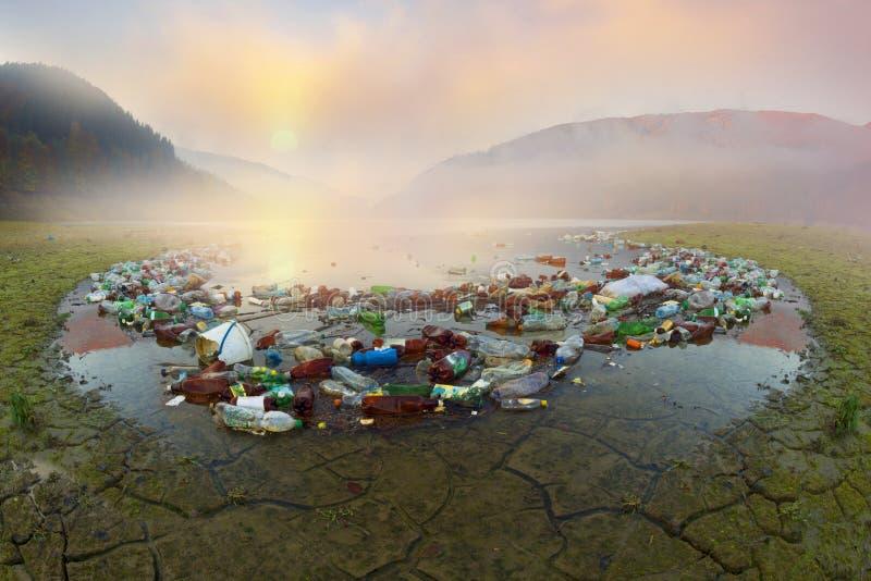 Plastic afval - lage cultuur van mensen royalty-vrije stock fotografie