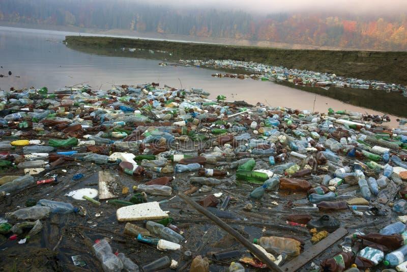 Plastic afval - lage cultuur van mensen royalty-vrije stock afbeeldingen