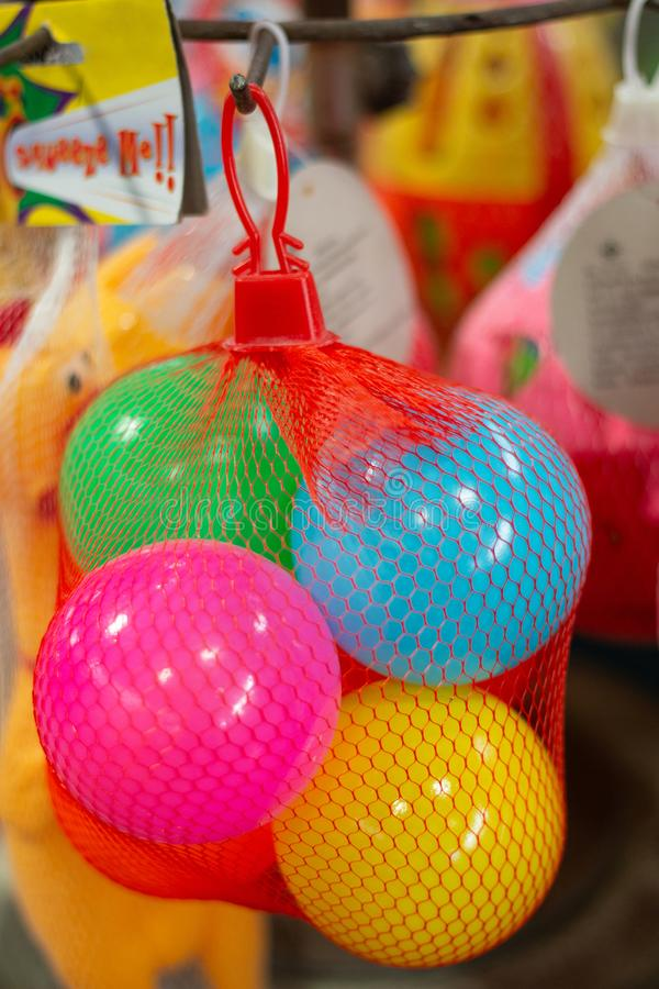 Plastic bal multicolored stuk speelgoed voor kinderen royalty-vrije stock foto
