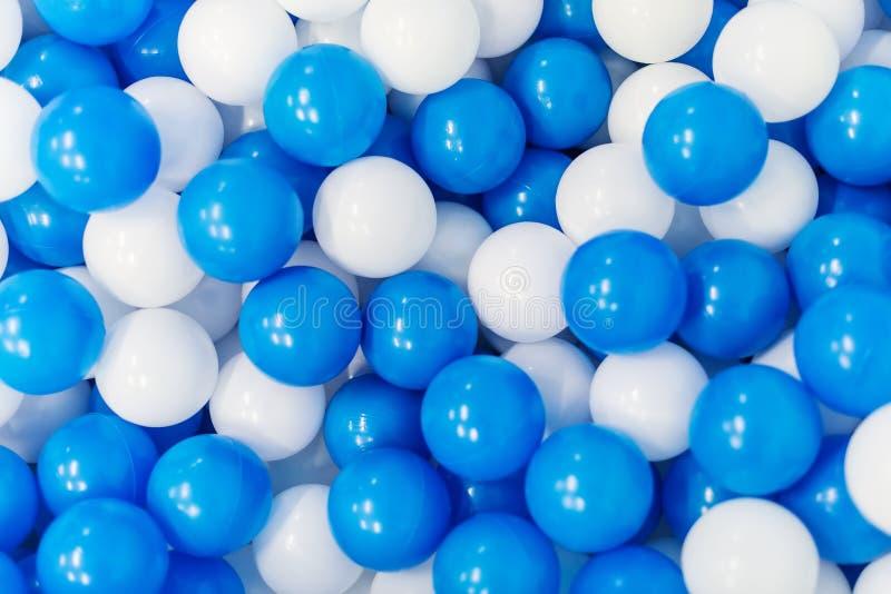Plastic ballen in speelkamer royalty-vrije stock fotografie