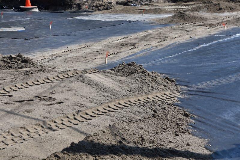 Plastic dampbarrière op wegenbouwplaats royalty-vrije stock foto