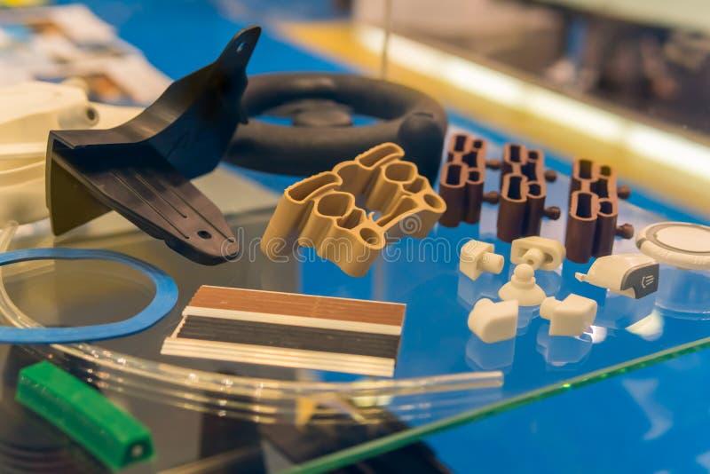 Plastic en rubberdelen van automobiel productie door de injectie van de hoge precisievorm in de industriële fabriek royalty-vrije stock afbeelding