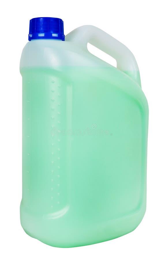 Plastic jerrycan met groene geïsoleerde vloeistof royalty-vrije stock foto's