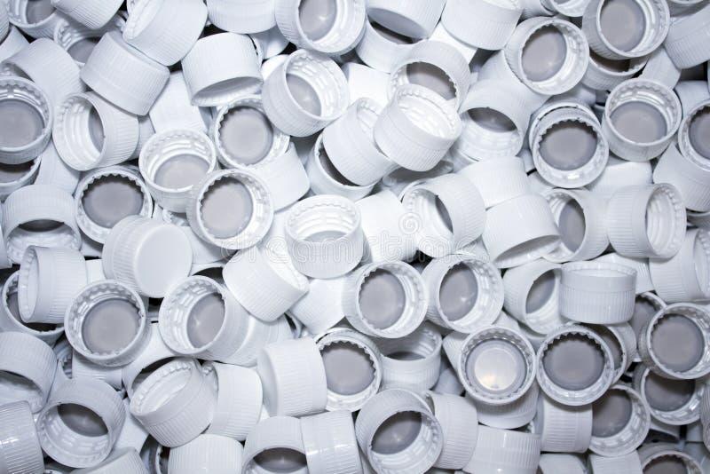 Plastic kappen, kroonkurken in grote hoeveelheid stock fotografie