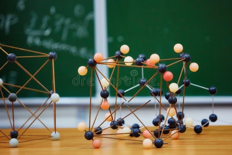 Plastic moleculair onderwijsmodel Op de achtergrond van Sc royalty-vrije stock foto's
