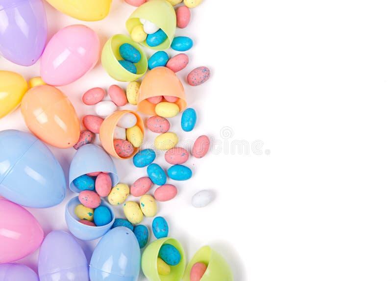 Download Plastic Paaseieren En Suikergoed Stock Foto - Afbeelding bestaande uit suikergoed, roze: 29509000