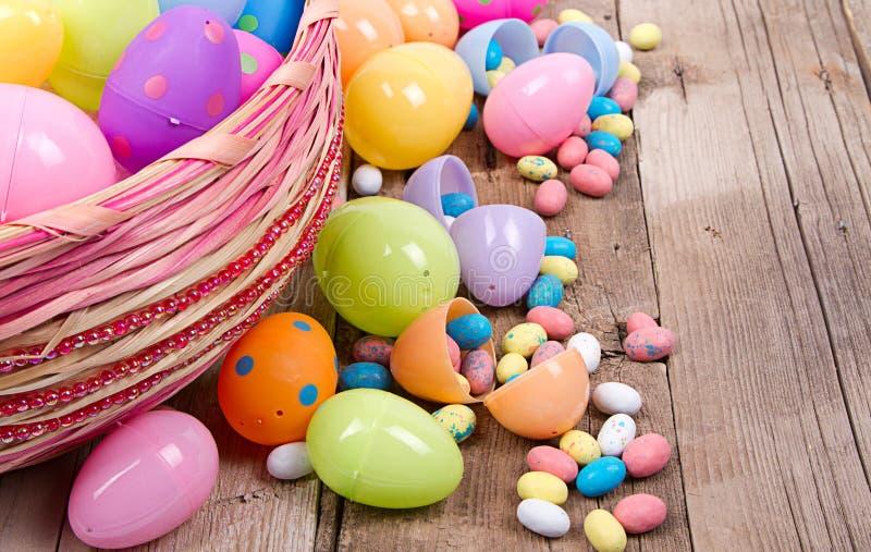 Download Plastic Paaseieren En Suikergoed Stock Foto - Afbeelding bestaande uit gelukkig, kleurrijk: 29509152