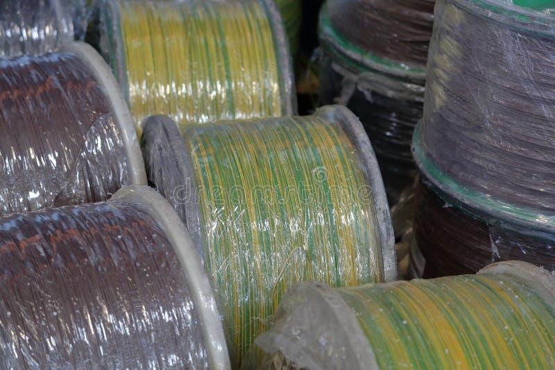 Plastic spoelen met kabel royalty-vrije stock afbeelding