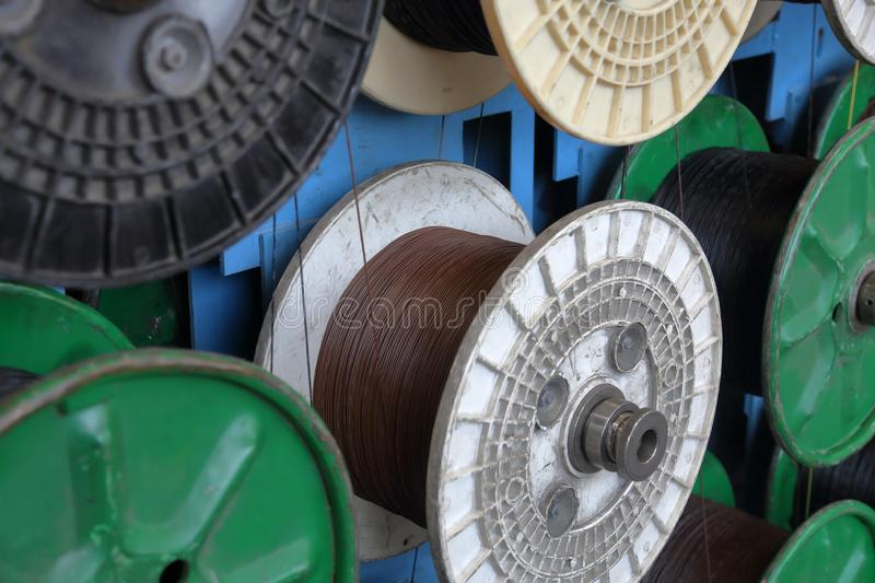 Plastic spoelen met kabel stock fotografie