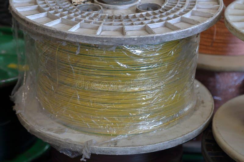 Plastic spoelen met kabel stock foto's