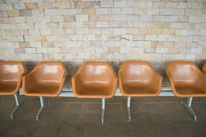 Plastic stoelen stock foto's
