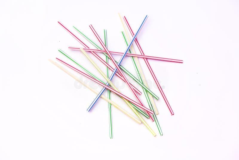 Plastic stro op een witte achtergrond stock foto's