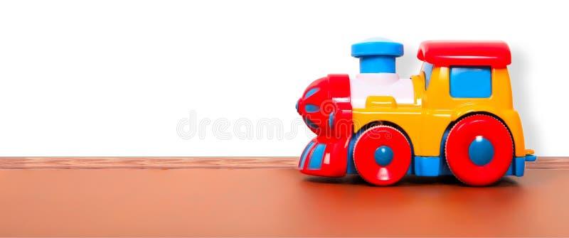 Plastic trein op de vloer royalty-vrije stock afbeelding