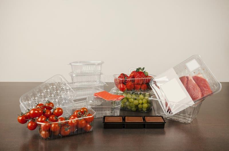 Plastic verpakking voor fruit en groenten stock foto