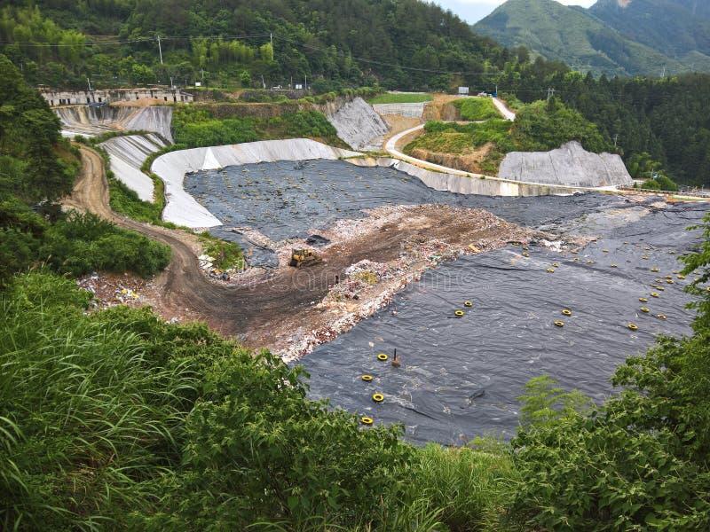 Plastica, rifiuti ed immondizia gettata in una valle in Cina fotografie stock libere da diritti
