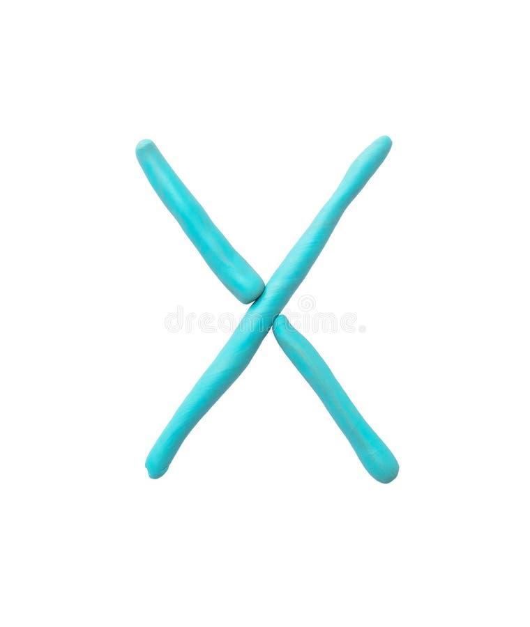 Plasticine azul del primer para el niño en alfabeto de X aislado en el fondo blanco con la trayectoria de recortes imagen de archivo