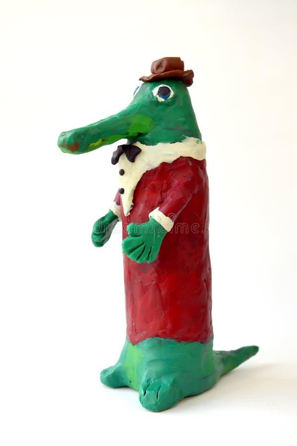 Plasticinefiguur Gena Krokodil op een witte achtergrond Kinderen` s creativiteit stock afbeeldingen