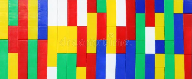 Plastik- Kind-` s Designerwürfel, Hintergrund stockbilder