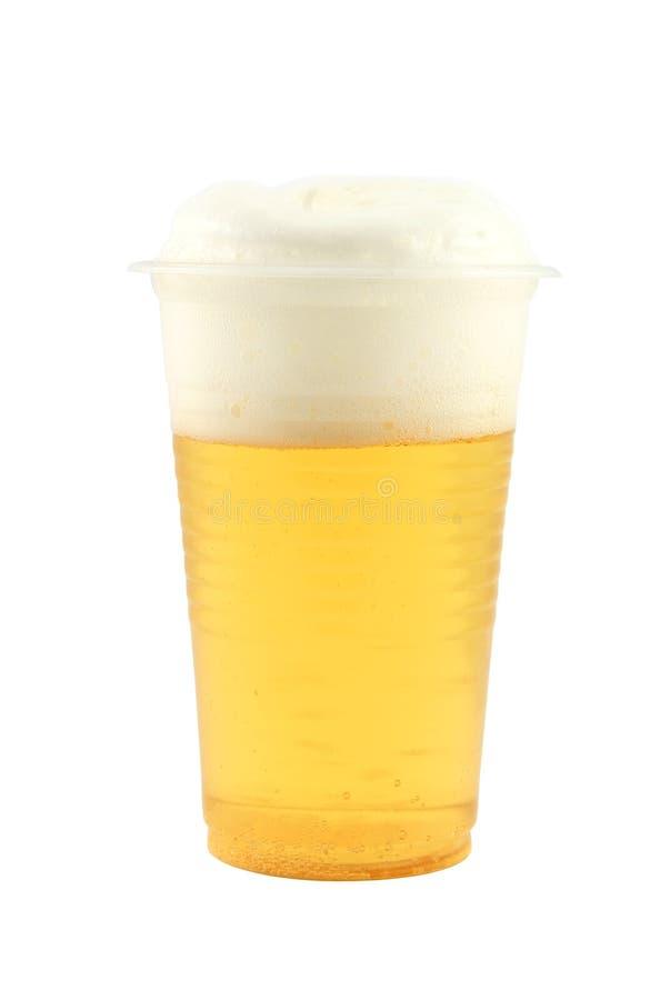 Plastikcup mit Bier und Schaum lizenzfreies stockbild