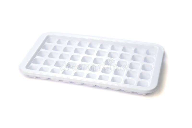 Plastikeiswürfelbehälter lokalisiert auf weißem Hintergrund lizenzfreies stockbild