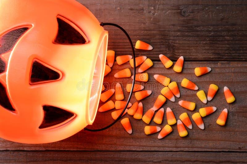 Plastikkürbis-und Süßigkeits-Mais-Fleck lizenzfreie stockfotos