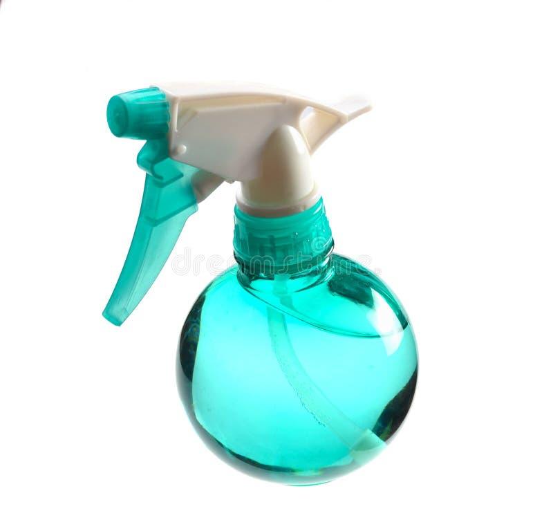 Plastikowa błękitna butelka odizolowywająca na białym tle natryskownica zdjęcia royalty free