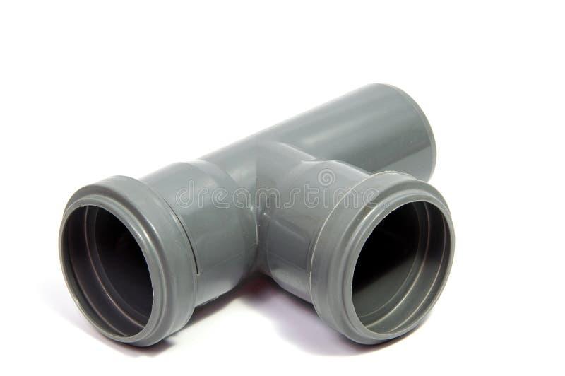 Plastikowa instalaci wodnokanalizacyjnej drymba odizolowywająca na białym tle fotografia stock