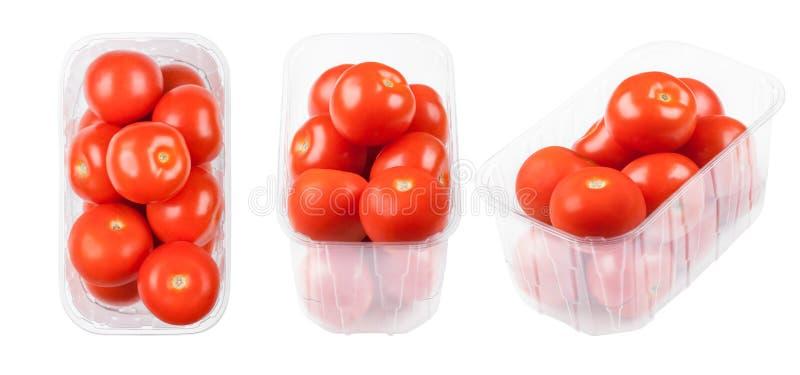 Plastikowa taca z świeżymi organicznie surowymi pomidorami zdjęcia stock