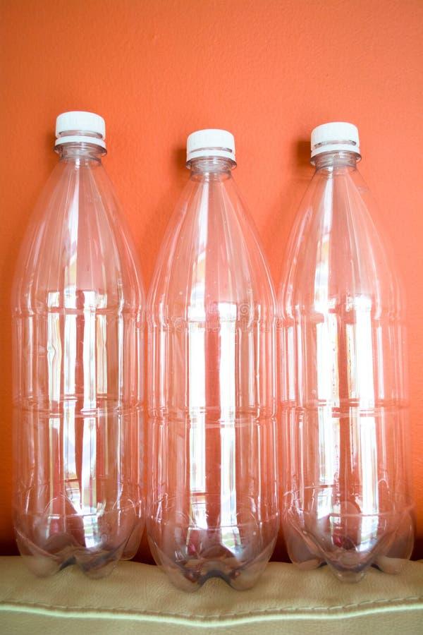 Plastikowe butelki MIGDAL?, reuse, przetwarzaj? i zatrzymuj?, zanieczyszczenie obraz royalty free