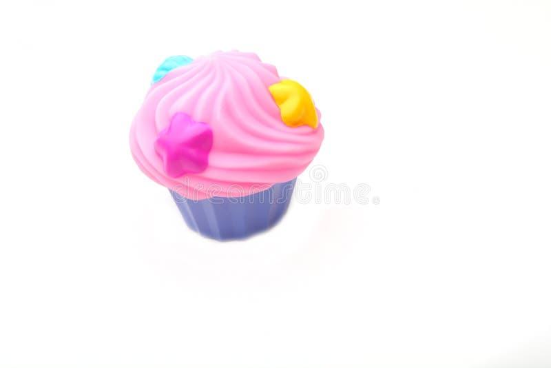 Download Plastikowej Colour Zabawki Filiżanki Karmowy Tort Obraz Stock - Obraz złożonej z dzieciak, błękitny: 106923589