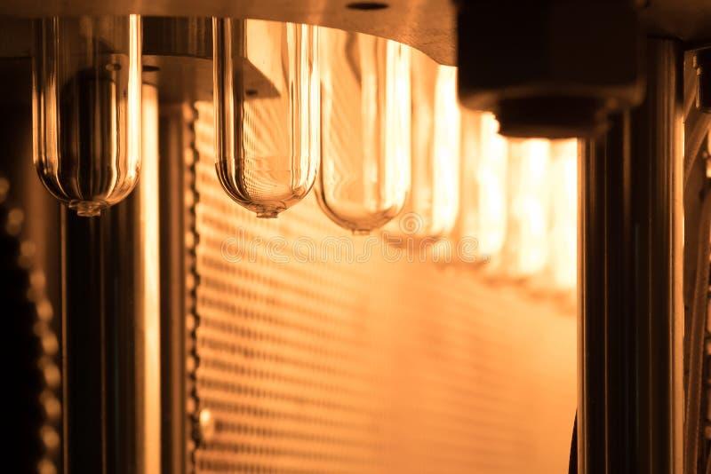 Plastikowy butelki robić proces zamknięty up tło zdjęcie royalty free