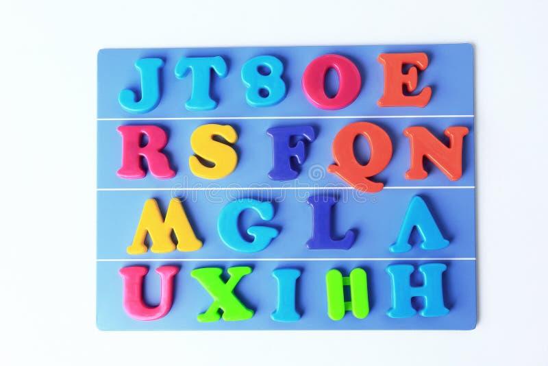 Plastikowy magnesowy barwiony angielski abecadło na błękitnym tle obraz royalty free